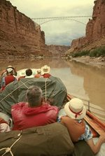 Csónakkal egy folyón a Grand Canyonban