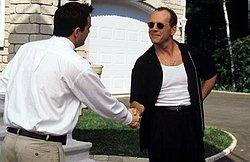 Új ismerősök - Chandler és Bruce Willis