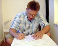 Én, miközben a füzetbe írok Tunéziában