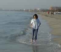 Noémi reggel a tengerparton