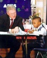 Clinton egy fekete kisgyerekkel