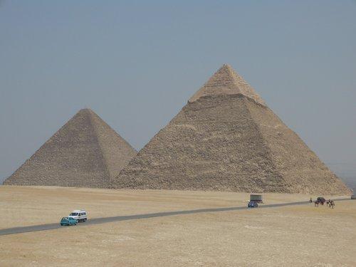 A gizai piramisok