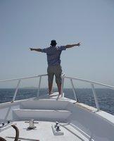 Repülök... a Giftun-sziget felé a hajó orrában állva