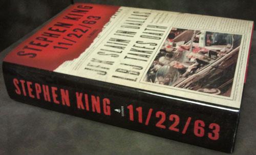 Stephen King: 11/22/63, a könyv nyomtatott változata egy asztalon