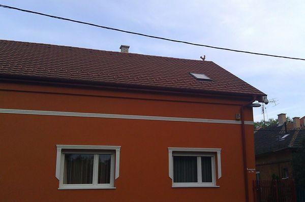 Kakas van a ház tetején