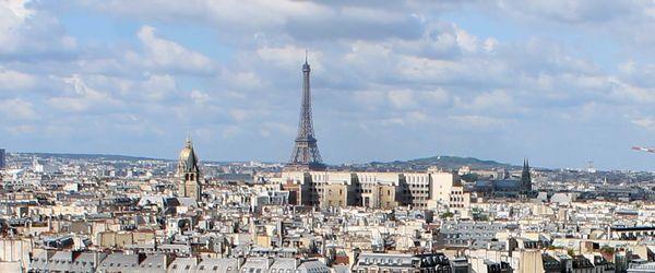 Párizsi látkép az Eiffel-toronnyal