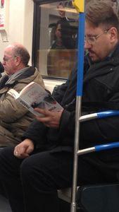 Réti László könyvét olvaslom a metrón